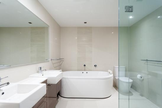 Come progettare il bagno ed il material design da utilizzare for Casa moderna bagni